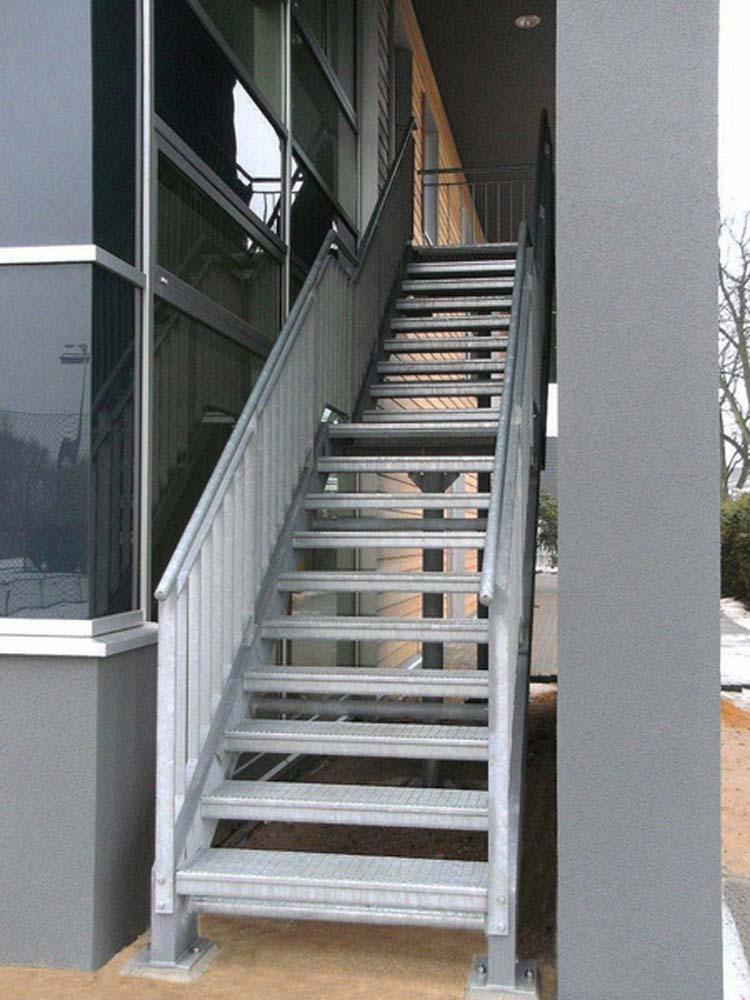 Stahl-Fluchttreppe mit Gitterroststufen